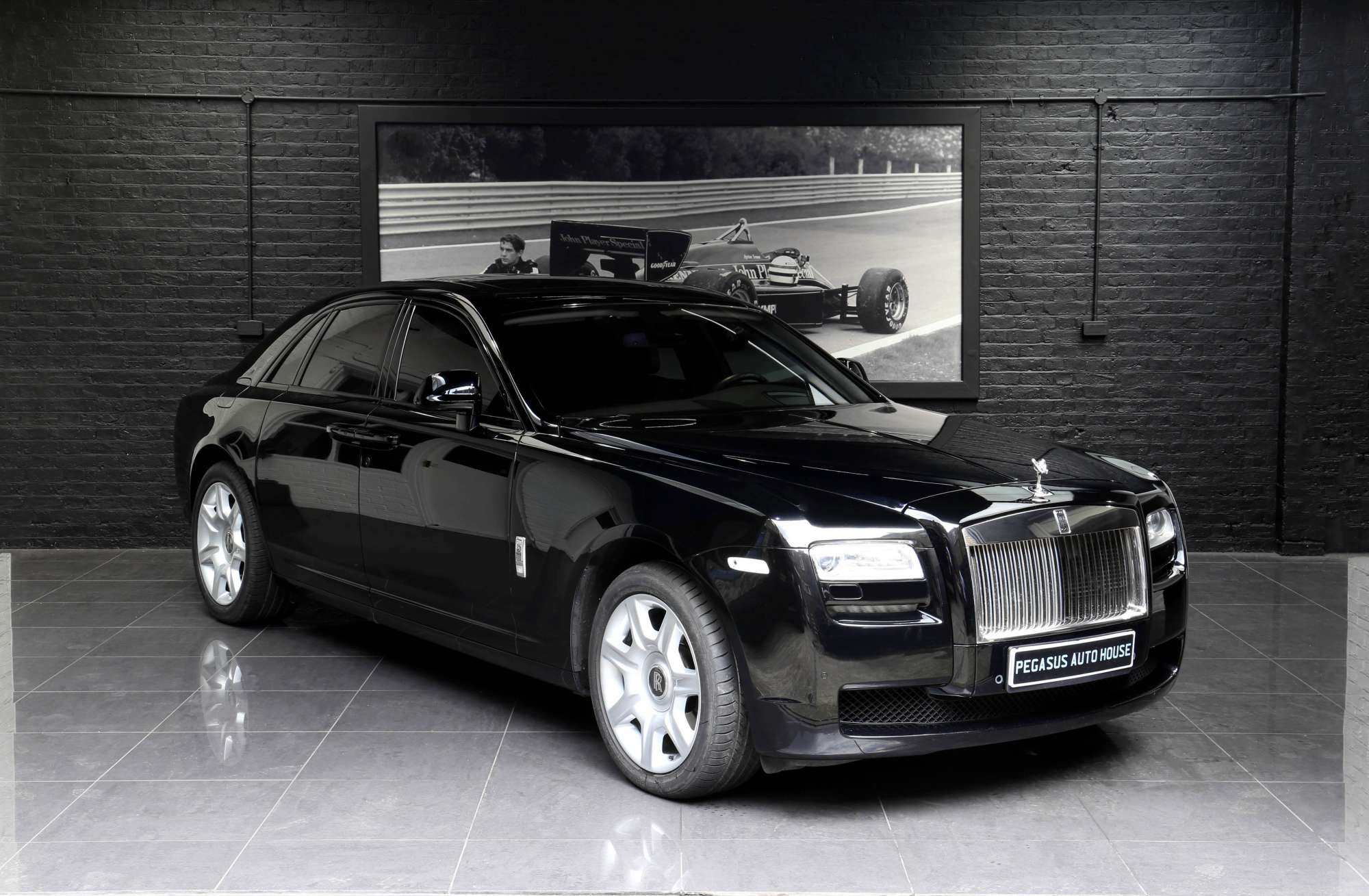 rolls royce ghost pegasus auto house. Black Bedroom Furniture Sets. Home Design Ideas